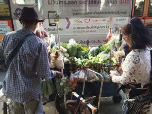 Street food vendors in Bangkok | www.brunchnbites.com