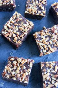 Salted Caramel Brownies | www.brunchnbites.com