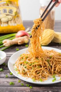 Hong Kong Soy Sauce Pan-Fried Noodles | www.brunchnbites.com