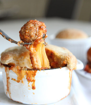 Meatball Marinara Pizza Pot pie | www.brunchnbites.com