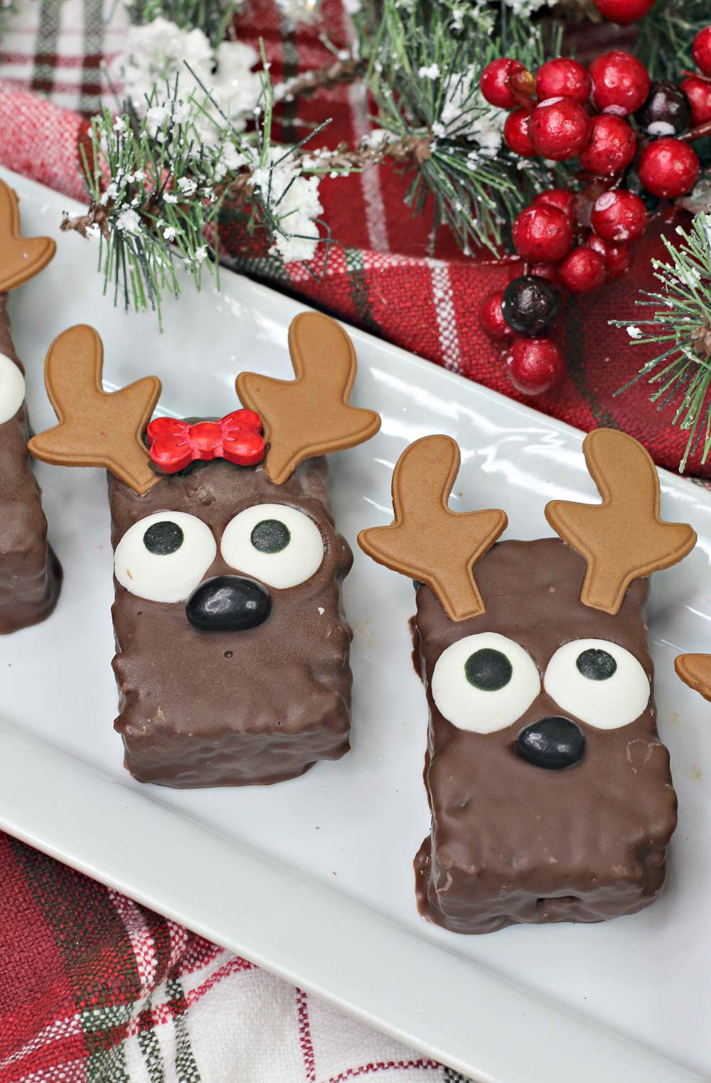 Super fun and easy to make, these no-bake Christmas Reindeer Rice Krispies are a hit with the little ones...and adults! I love that they require minimal ingredients and prep, and they also make fun party treats!