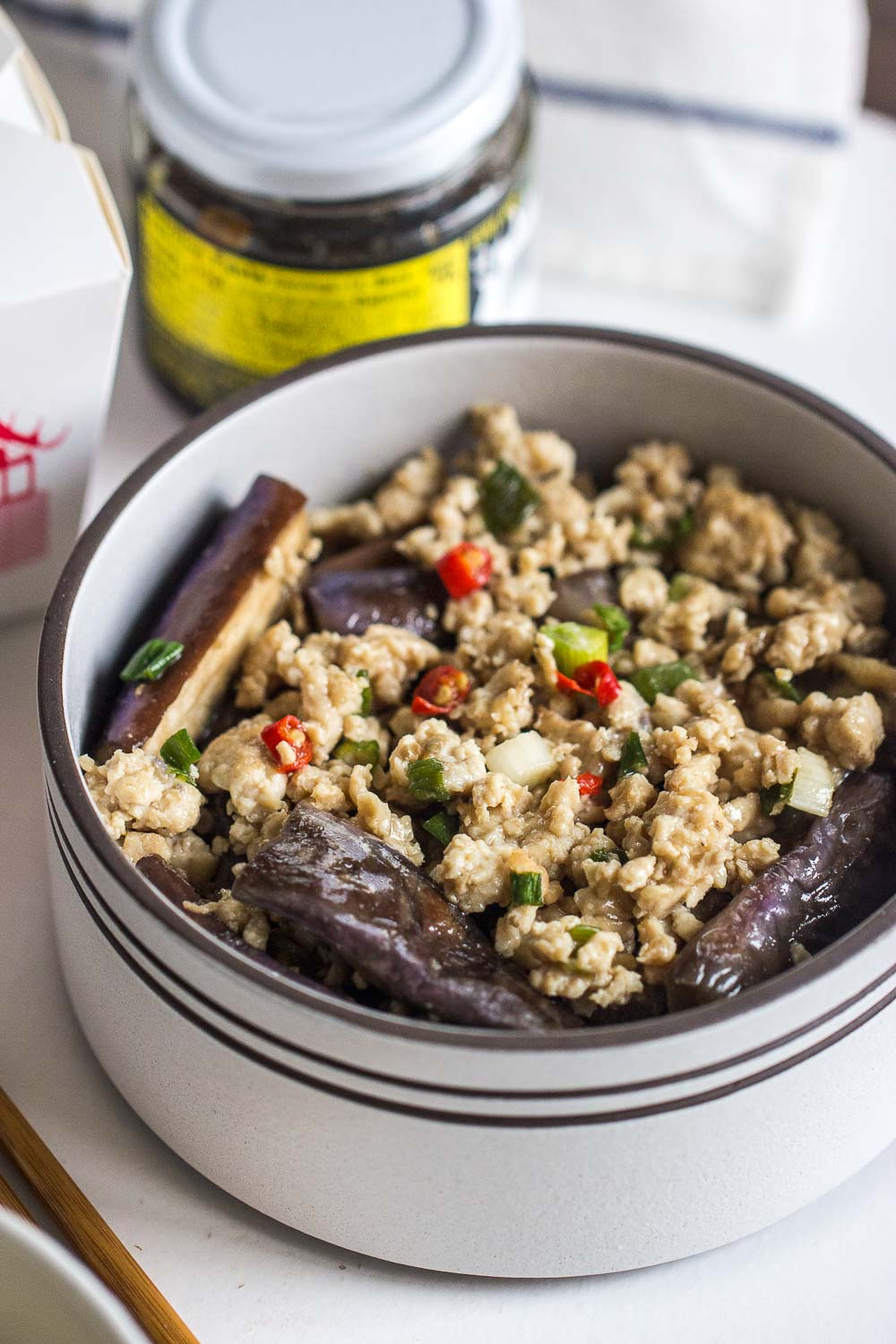 Very simple but delicious homey Chinese eggplants with ground beef that you can make in 15 minutes! Perfect to serve with a big bowl of rice!