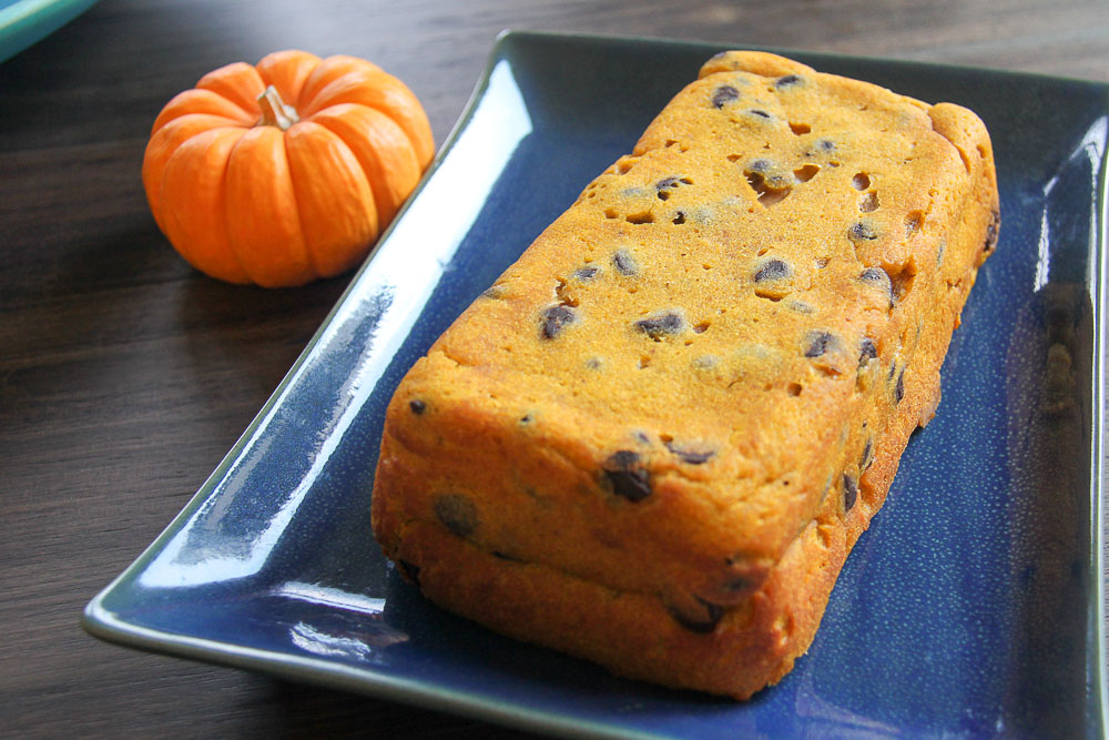 Pumpkin and chocolate makes a perfect duet, and this pumpkin chocolate tea bread makes a sweet treat for breakfast!