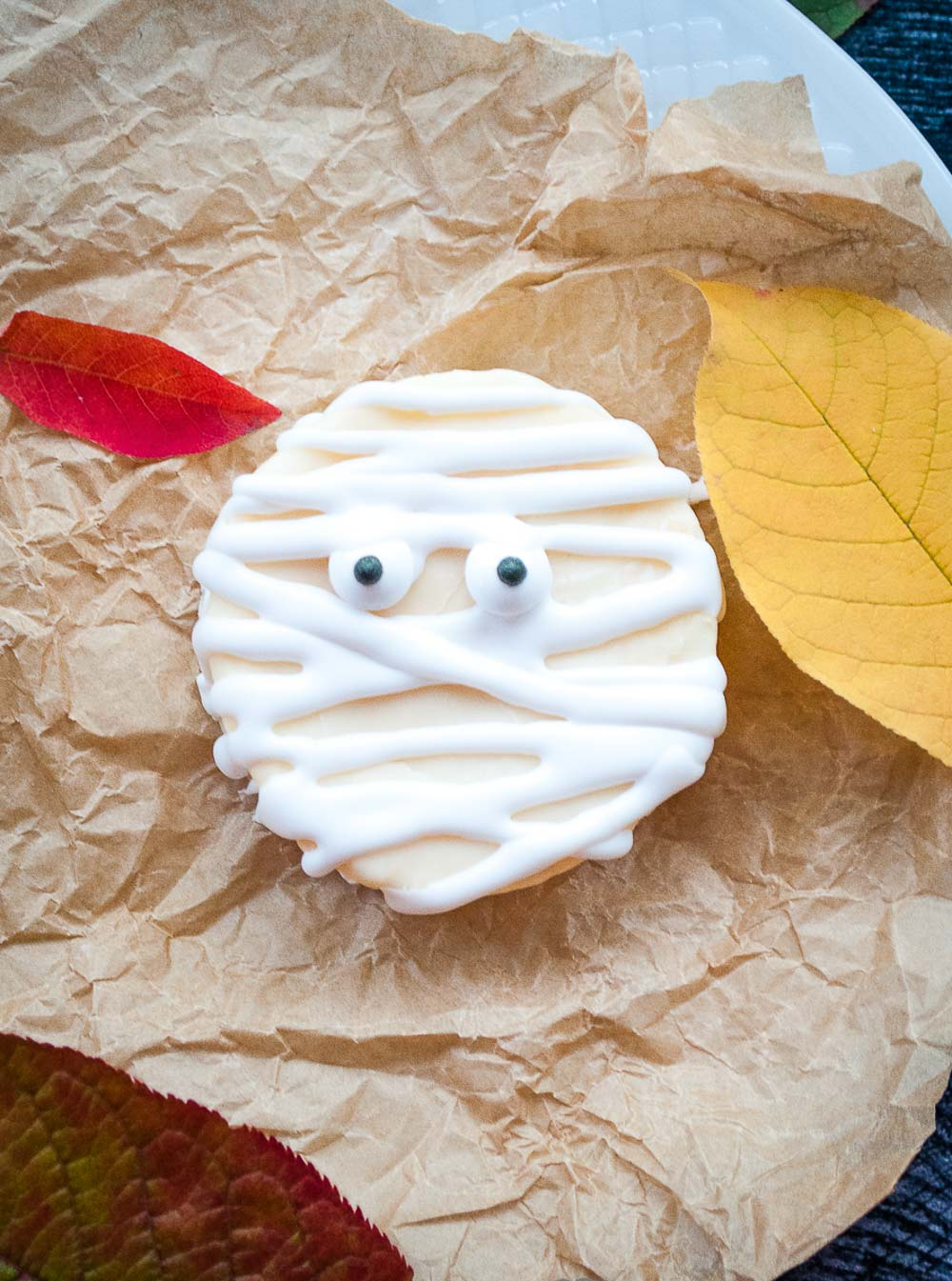If you're looking for a last-minute idea for Halloween, you're on the right spot! These mummy cookies are not just fun to make but also only require three ingredients. Grab the kids because they will love helping you make these spooky and easy Halloween cookies.